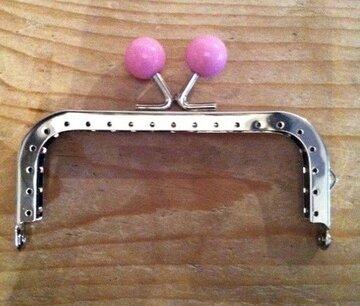 Portemonnee sluiting 10,5cm zilver met knop in roze