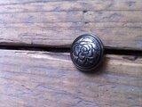Metalen knoopje met bloemprint