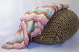 Strepen deken op poef
