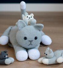 Haakpakket moederpoes met kittens