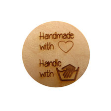 Houten knoop 3cm Handmade with love, handle with care