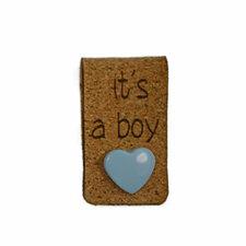Kurk label 2 x 7 cm It's a boy met hartjes drukknoopje blauw