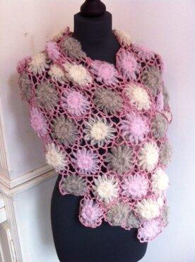 Patroon bloemensjaal  + 3 bollen Alpaca Brushed Silk, patroon en flowermaker