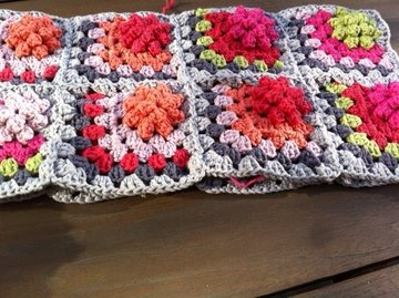 Patroon granny square plaid