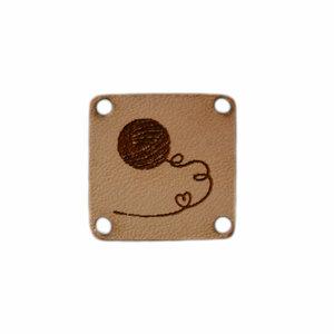Leren label 2x2cm Bolletje wol